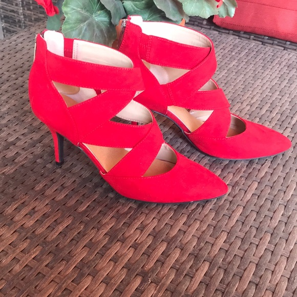 b6c06361a8f0 Super Cute Red Heels 👠. M 5bf08987035cf19c51b4a44a